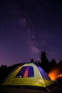 Seriez-vous prêt à vivre dans une tente pour atteindre la liberté financière?